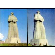 1977-82 USSR 2 Postcard Monument to the Soviet Arctic €